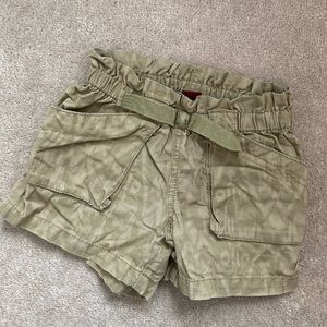 Tea collection shorts size 5